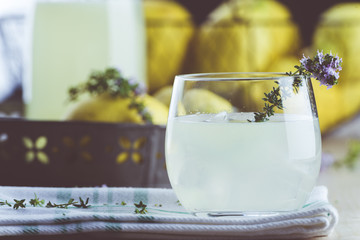 Gin lemonade with thyme