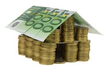 Haus aus Euromünzen und Scheine