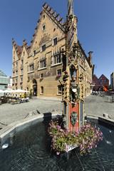Rathaus Ulm mit Brunnen