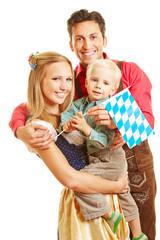 Glückliche Familie in Bayern