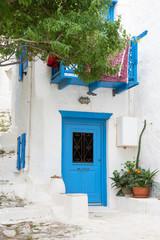 Griechischer Baustil auf den Kykladen: Blaue Türe, Fassade