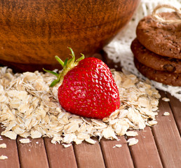 Oatmeal with strawberries and cookies