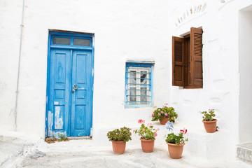 Typisch griechischer Baustil - Türen, Fenster blau