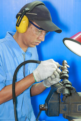 Mold maintenance repair operator