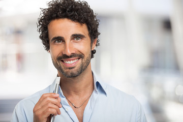 Man holding an electronic cigarette