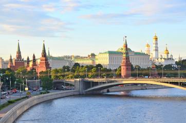 Московский кремль летним вечером