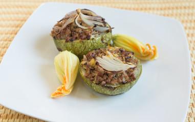 Zucchine ripiene di carne macinata, cucina italiana