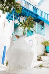 Griechenland Architektur auf den Kykladen in blau weiß.