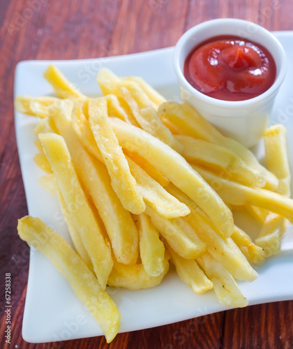 fried potato with sauce