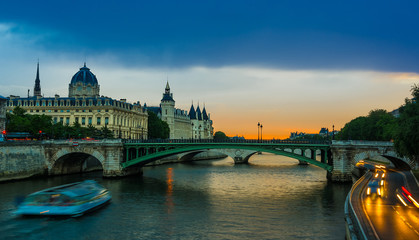 Palais de Justice, night view over the Seine