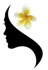 profil visage femme, fleur de frangipanier