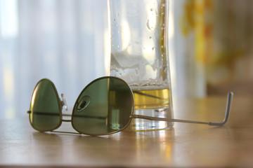 Brille und Bierglas