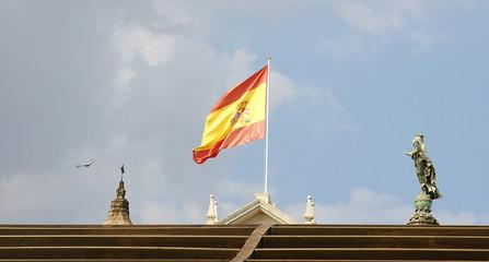 Bandera de España ondeando al viento