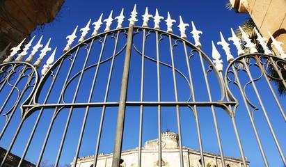 Verja de entrada al palacio del Marqués de Alfarrás, Barcelona