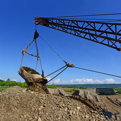 Extraction of gravel by a dredge in open cast