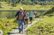 Wandergruppe am Bergsee