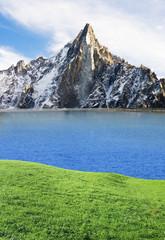 Gipfel mit Spiegelung im Bergsee