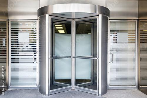 revolving door - 67295525