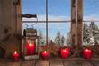 Weihnachten mit Schnee - Dekoration mit vier Kerzen rot