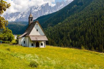 Kerkje in Welschnofen, Zuid-Tirol, Italië