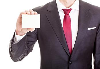 Geschäftsmann zeigt leere Visitenkarte