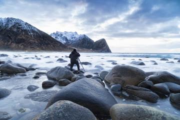 Fotograf an der norwegischen Küste