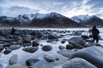 Fotografen an der norwegischen Küste