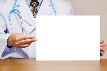 白いボードを持つ医者