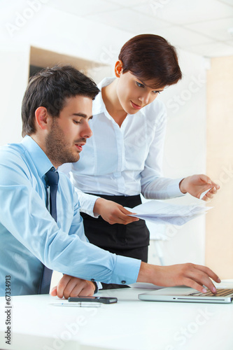 canvas print picture Business people meeting in office to discuss project