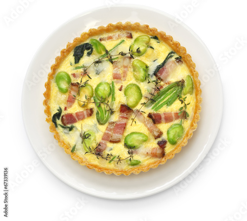 In de dag Buffet, Bar homemade quiche isolated on white background