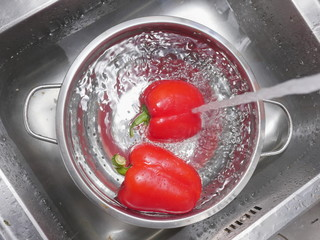 washing red bell pepper