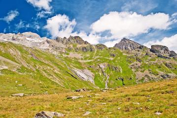 Raue Berglandschaft in den Schweizer Alpen