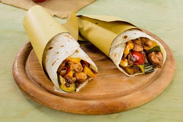 Tortilla messicane con pollo e verdure