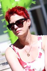 rothaarige Frau um die 50