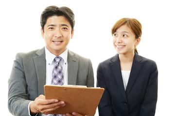 笑顔のビジネスマンとOL