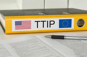 Aktenordner mit der Beschriftung TTIP