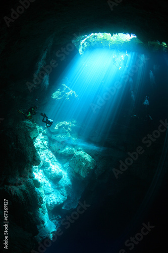 Poster Koraalriffen Underwater cave with sunlight