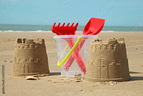 château de sable à la plage - 67370331
