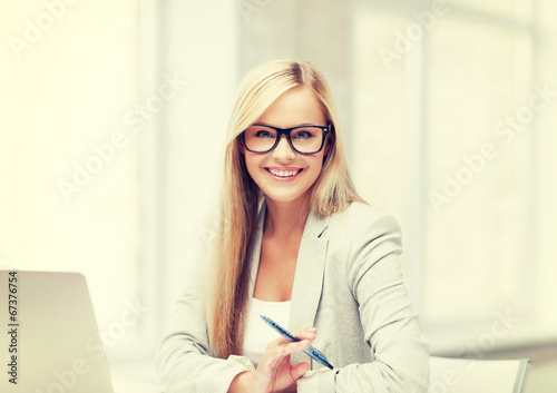 canvas print picture businesswoman with pen