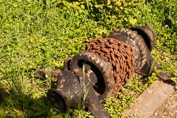 rusty chain aound winch
