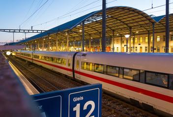 Eisenbahn und Bahnhof