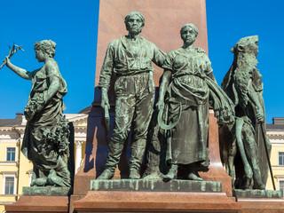 Helsinki, Alexander-II.-Denkmal, allegorische Figurengruppe
