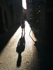 Ombra nel borgo di Parma