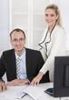 Erfolgreiches Business Team im Büro - Mann und Frau
