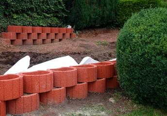 Pflanzsteine - Pflanzsteinmauer setzen