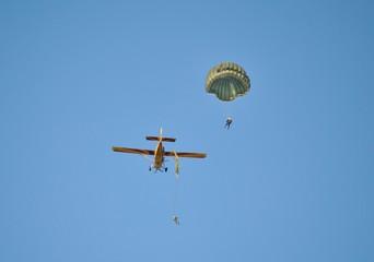 Lancio di paracadutisti