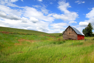 Old barn in the Prairie landscape of Idaho