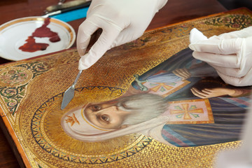 restoration of old gilded icon