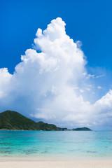 沖縄の海・海と入道雲