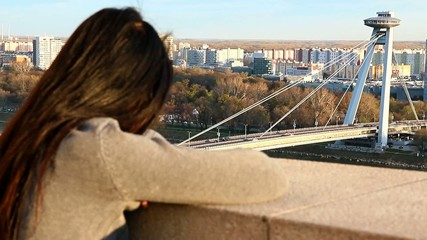 woman do watch on SNP bridge